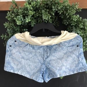Size 27 Maternity printed jean shorts